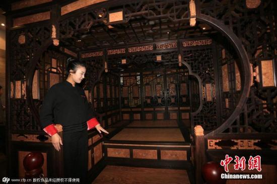 资料图:红木艺术珍品。图片来源:CFP视觉中国
