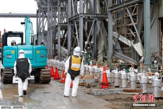福岛核事故后续:东电清除1号机组乏燃料池瓦砾