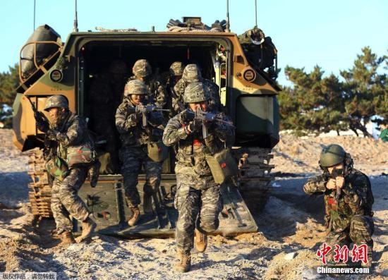 当地时间2014年11月18日,韩国浦项,美韩联合登陆演习在当地举行,该演习是美韩年度军事演习的一部分。
