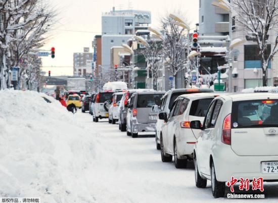 资料图:2017年12月日本北海道地区经历强降雪。