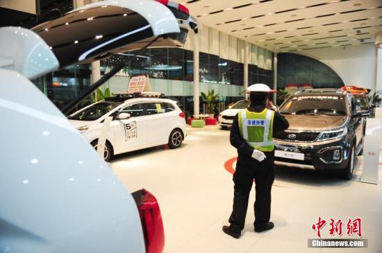 资料图:4S店内汽车。 <a target='_blank' href='http://www.chinanews.com/'>中新社</a>发 陈文 摄