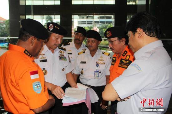 印尼搜寻亚航失联客机范围扩大至13个区域