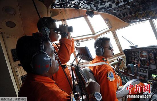 亚航QZ8501航班失联50余小时:搜寻终现踪迹