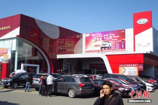 资料图:深圳香蜜湖汽车交易市场。发 陈文 摄