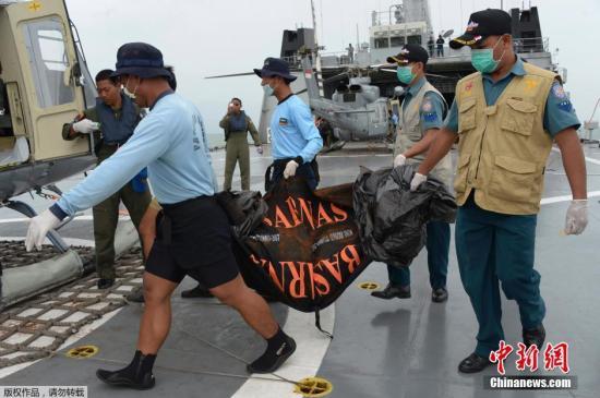 外媒:亚航失事航班起飞时间未获准 违反航空条例