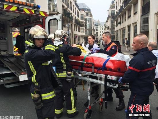 法国总理:彻夜搜捕杂志社恐袭嫌犯 已拘留数人