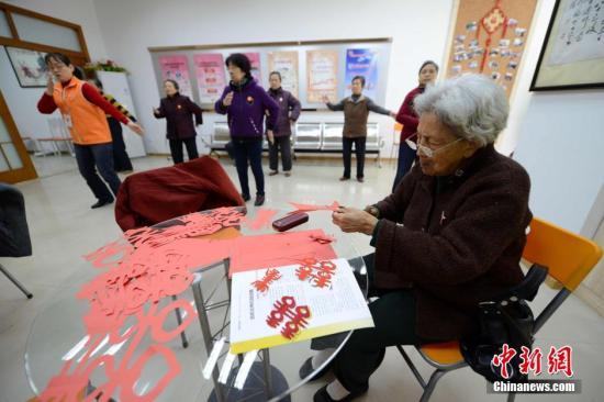 资料图:社区居家养老站。 王东明 摄