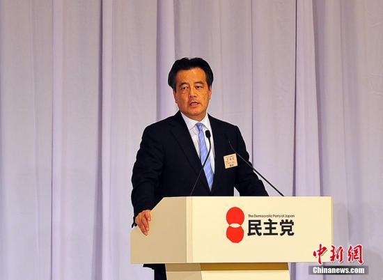 资料图:冈田克也在现场投票前陈述执政意愿。王健 摄