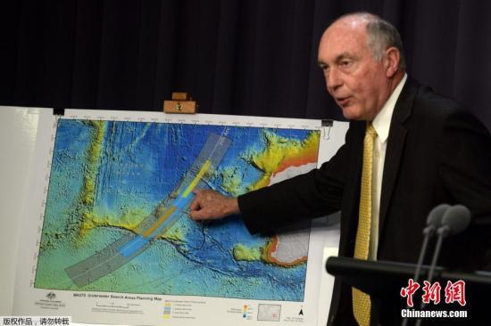 当地时间2014年6月26日,澳大利亚联合调查中心公布MH370新搜寻区,橙色区域是优先级最高的搜寻区,蓝色区次之。相比此前搜寻区域,沿卫星弧区,更加靠南。水下搜寻有望8月开始,可能持续12个月。澳大利亚方面称,确认MH370最后消失前在澳附近,极可能处于自动驾驶状态,新确定搜索区域向西向南延伸,难确认涉事机长嫌疑。
