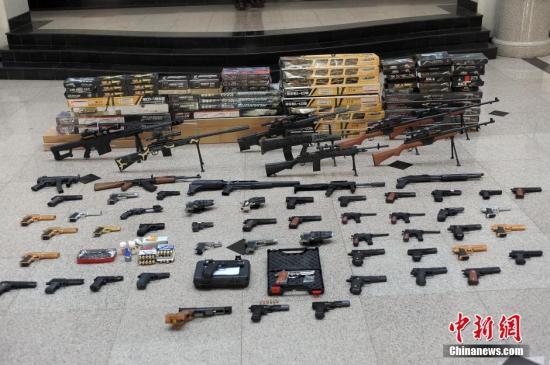 资料图:烟台开发区警方破获特大网络贩枪案。德新 摄