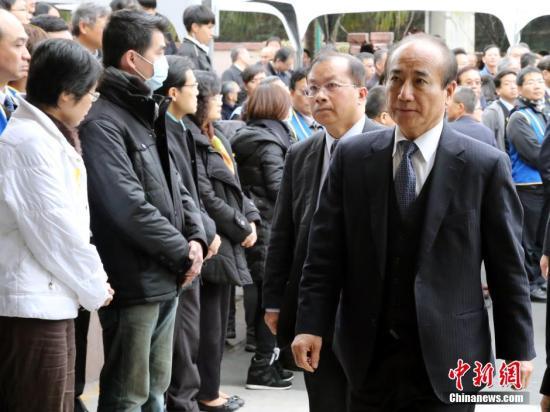 资料图片:王金平(右1)。发 邢利宇 摄