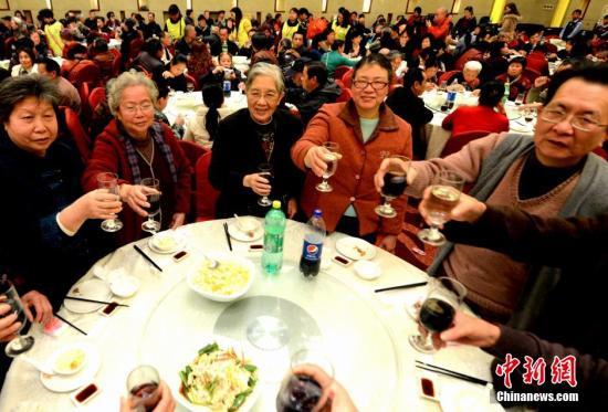 资料图:年夜饭。<a target='_blank' href='http://www.chinanews.com/'>中新社</a>发 刘可耕 摄