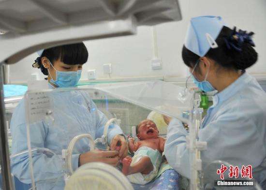 资料图:新生婴儿。黄春涛 摄