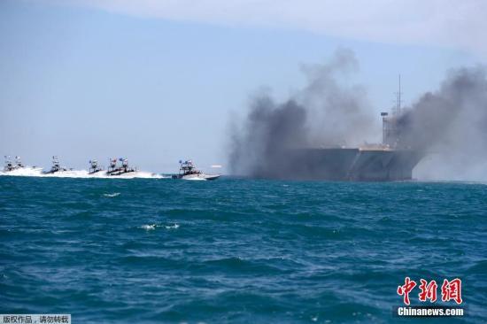 当地时间2015年2月25日,伊朗南部霍尔木兹海峡,伊朗革命卫队于霍尔木兹海峡举行军事演习。
