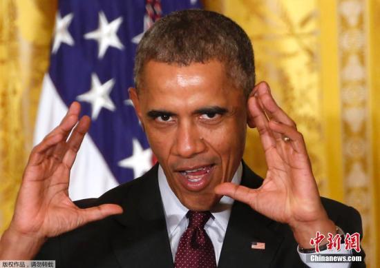 """奥巴马出席晚宴""""自黑"""":年岁长支持率不涨(图)"""