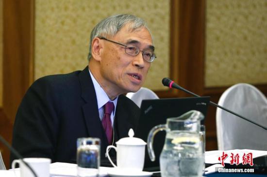 材料图:刘遵义。 a target='_blank' href='http://www.chinanews.com/'中新社/a收 富田 摄