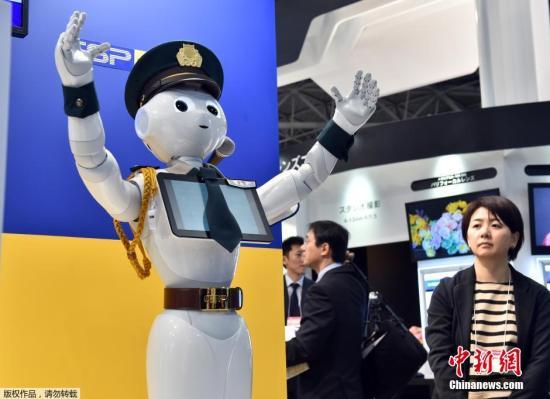 本地工夫3月4日,日本东,一技也保公司正在一个展会上展现了他们重生产的安保机械人,赋鳅器妊碰成差人形状,胸心载有一块仄板电脑。