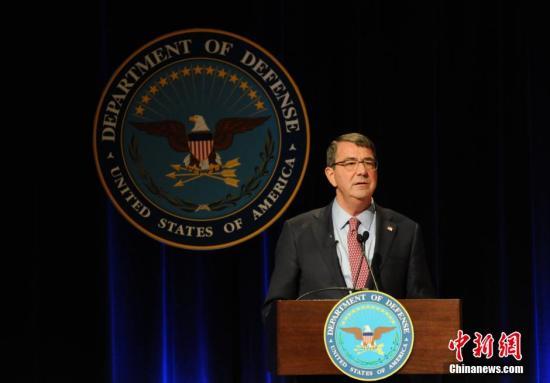 本地时刻3月6日,美国第二十五任防长阿什顿・卡特在国防部发誓就职。他当天示意,本人将在将来686天(奥巴马残余任期)的时刻里满身心投入事情。 中新社发 刁陆地 摄