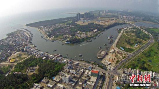 资料图:海南省琼海市以渔业闻名的潭门镇。/p中新社发 骆云飞 摄
