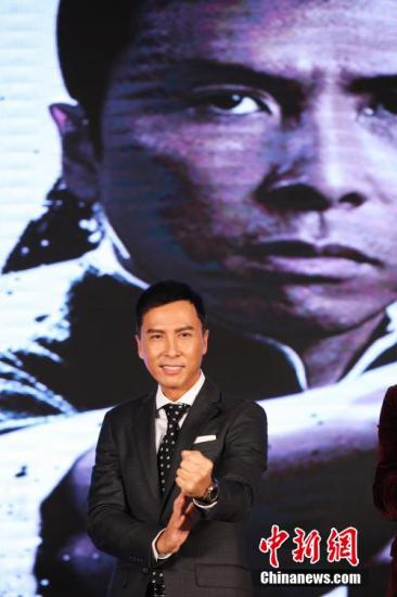 甄子丹亮相电影《叶问3》开机仪式红毯。张亨伟 摄