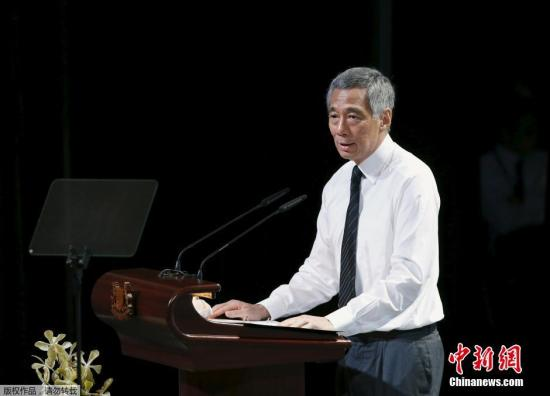 当地时间3月29日,新加坡建国总理李光耀的国葬仪式29日举行,移灵队已从国会大厦出发,前往举行国葬礼的新加坡国立大学文化中心。图为当地时间29日下午2时在新加坡国立大学文化中心举行新加坡建国总理李光耀的国葬仪式。