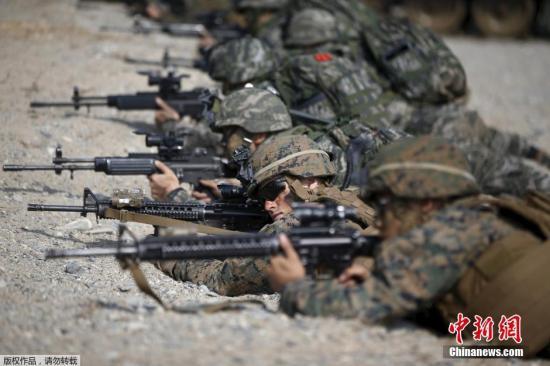 当地时间2015年3月30日,韩国浦项市,韩美军队举行联合登陆演习。