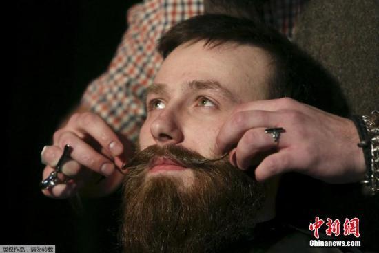 """描绘""""悠闲的外观"""" 华媒:男人不刮胡子"""