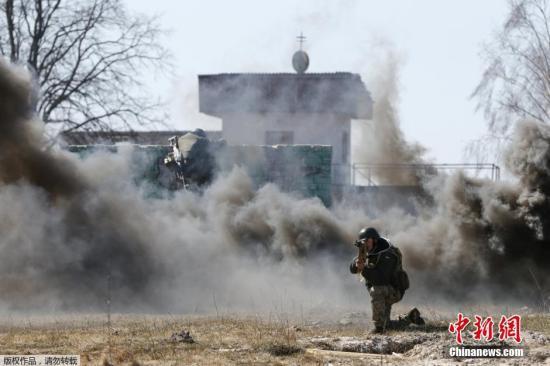 乌克兰东部民间武装领导人科诺诺夫称民间武装遭到政府军炮击 导致3人死亡