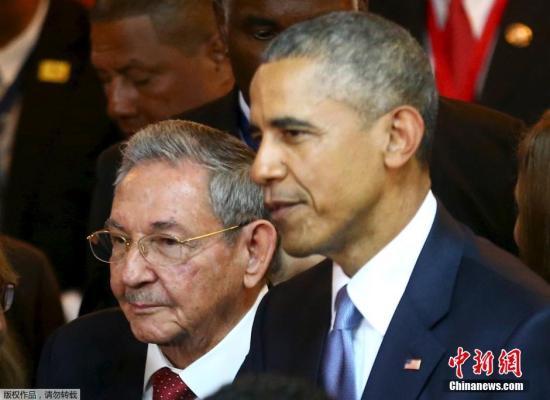 资料图:劳尔・卡斯特罗(左)和美国前总统奥巴马。