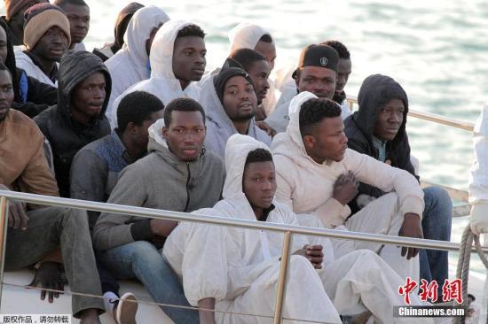 原料图:去去意大利的侨民。