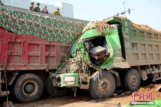 资料图:渣土车追尾事故。张一辰 摄