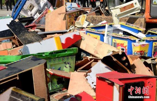 资料图:非法出版物集中销毁。中新社发 刘勤利 摄 图片来源:CNSPHOTO
