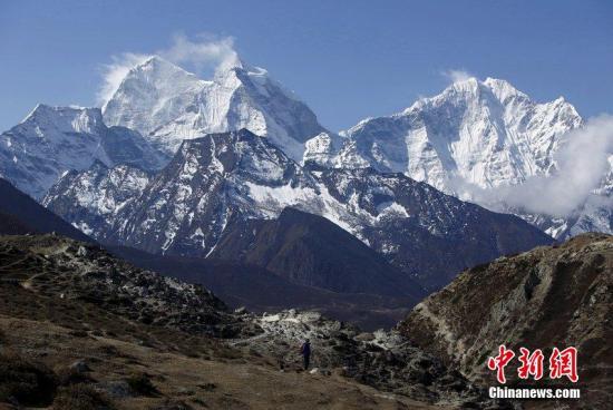 图为珠穆朗玛峰景观。
