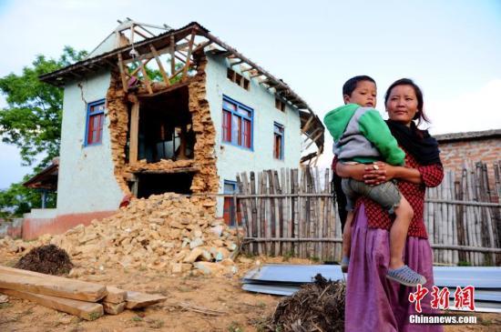 联合国机构对尼泊尔儿童实施大规模麻疹免疫接种