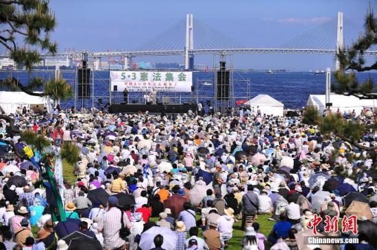 日本500人包围安倍官邸抗议 吁守护宪法第9条