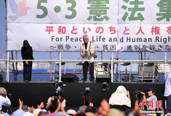 日本逾800名女性在东京繁华区游行 抗议安保法