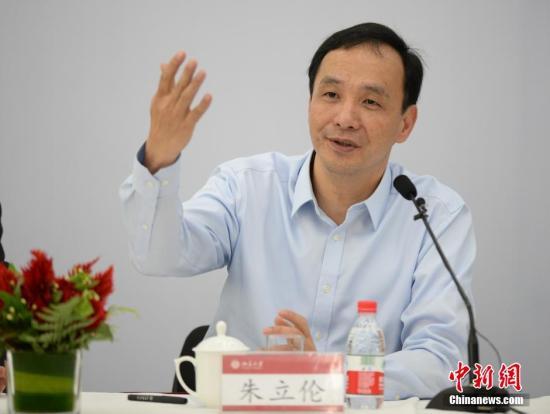 5月4日,中国国民党主席朱立伦访问北京大学,与北京大学师生座谈。 中新社发 侯宇 摄