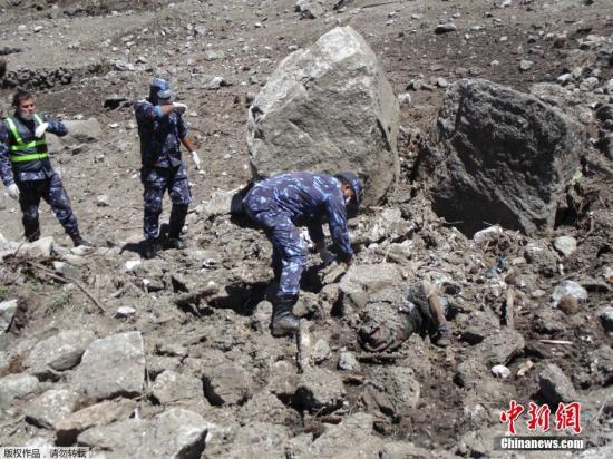 资料图:当地时间2015年5月2日,尼泊尔蓝塘村,地震引发的雪崩将蓝塘村吞没,导致包括当地人及外国登山者在内的数十人失踪。