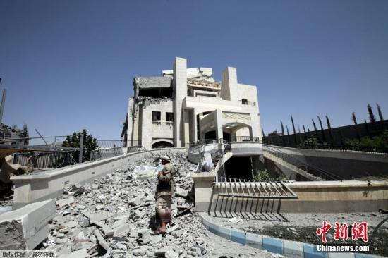 图为也门前总统萨利赫的住所,在空袭过后变成一片废墟。