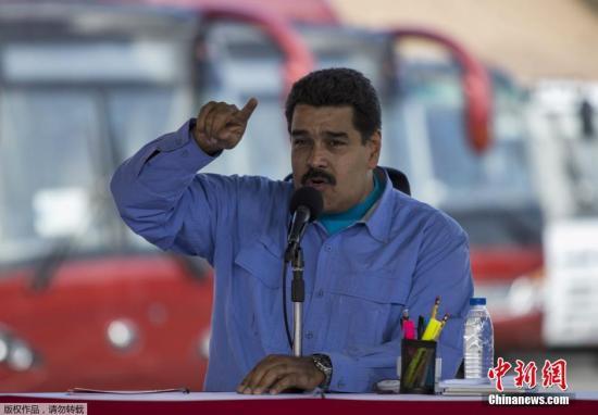 当地时间2015年5月16日,委内瑞拉洛斯特克斯,委内瑞拉总统马杜罗出席新公交线路开通仪式,并亲自驾驶客车。