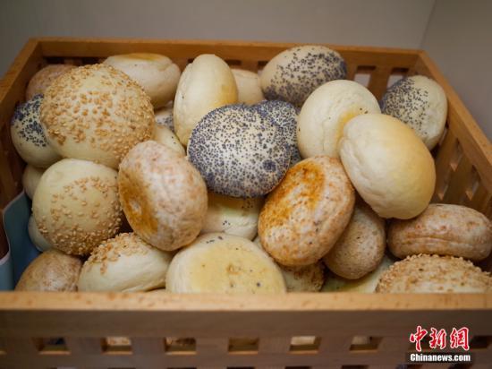 资料图片:小面包。
