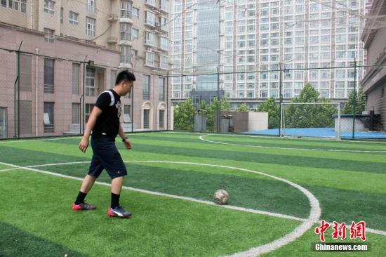 资料:郑州足球爱好者自建足球场。马义恒 摄
