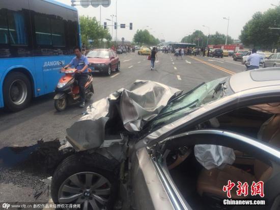 南京多车相撞致2人死事故续 逃逸肇事司机被抓获