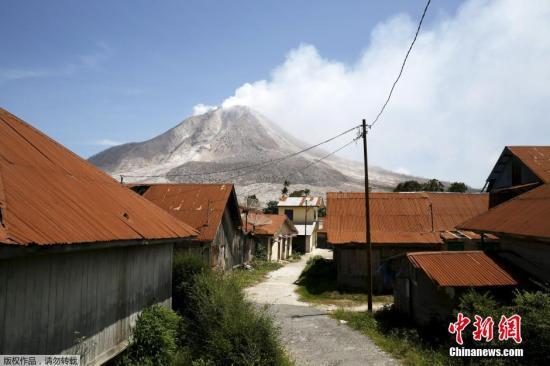 印尼火山持续喷发或影响航空安全部分航班取消