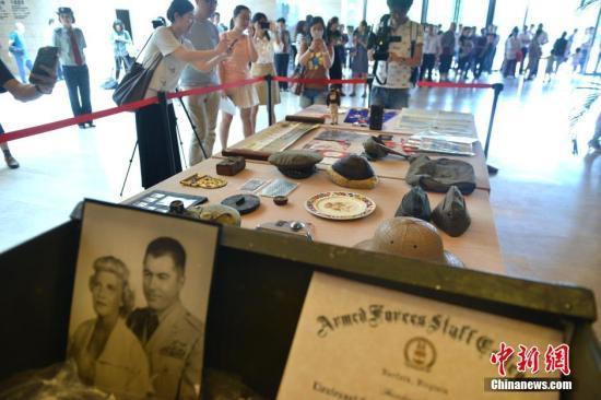 图陈擦余背成皆捐赠的两战什物。  a target='_blank' href='http://www.chinanews.com/'种孤社/a收 张浪 摄