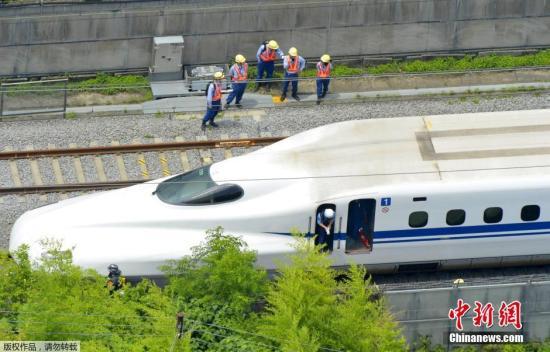 当地时间2015年6月30日,日本东海道新干线新横滨至小田原间的下行线上,一辆列车突然发生火灾,事件相关路段紧急停运,其中有两人心肺功能停止、多人受伤。