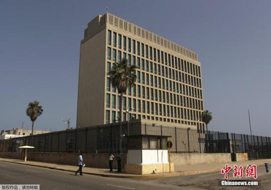 图为位于古巴哈瓦那的美国利益代表处大楼。