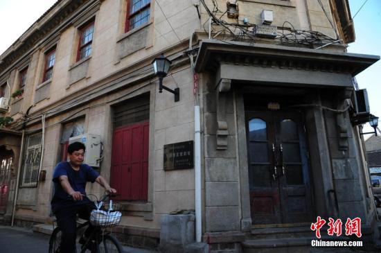 资料图:图为位于烟台百年朝阳老街区的万国理发馆旧址。 张玉雷 摄