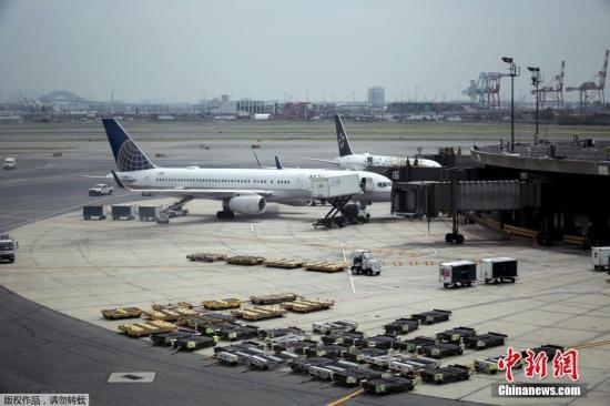 美联航大幅削减运营成本 以应对新冠疫情图片