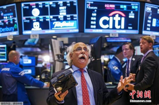 资料图:交易员在纽约证券交易所工作。